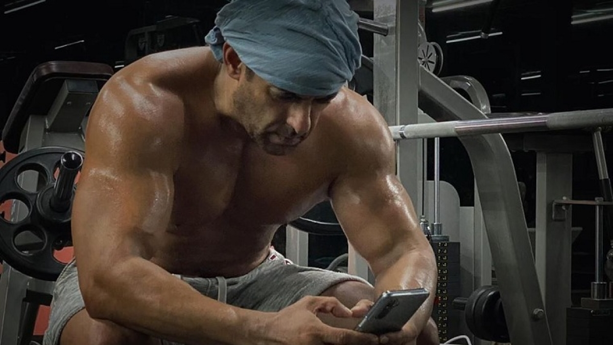 Fitness goals: Salman Khan shares shirtless post-work picture