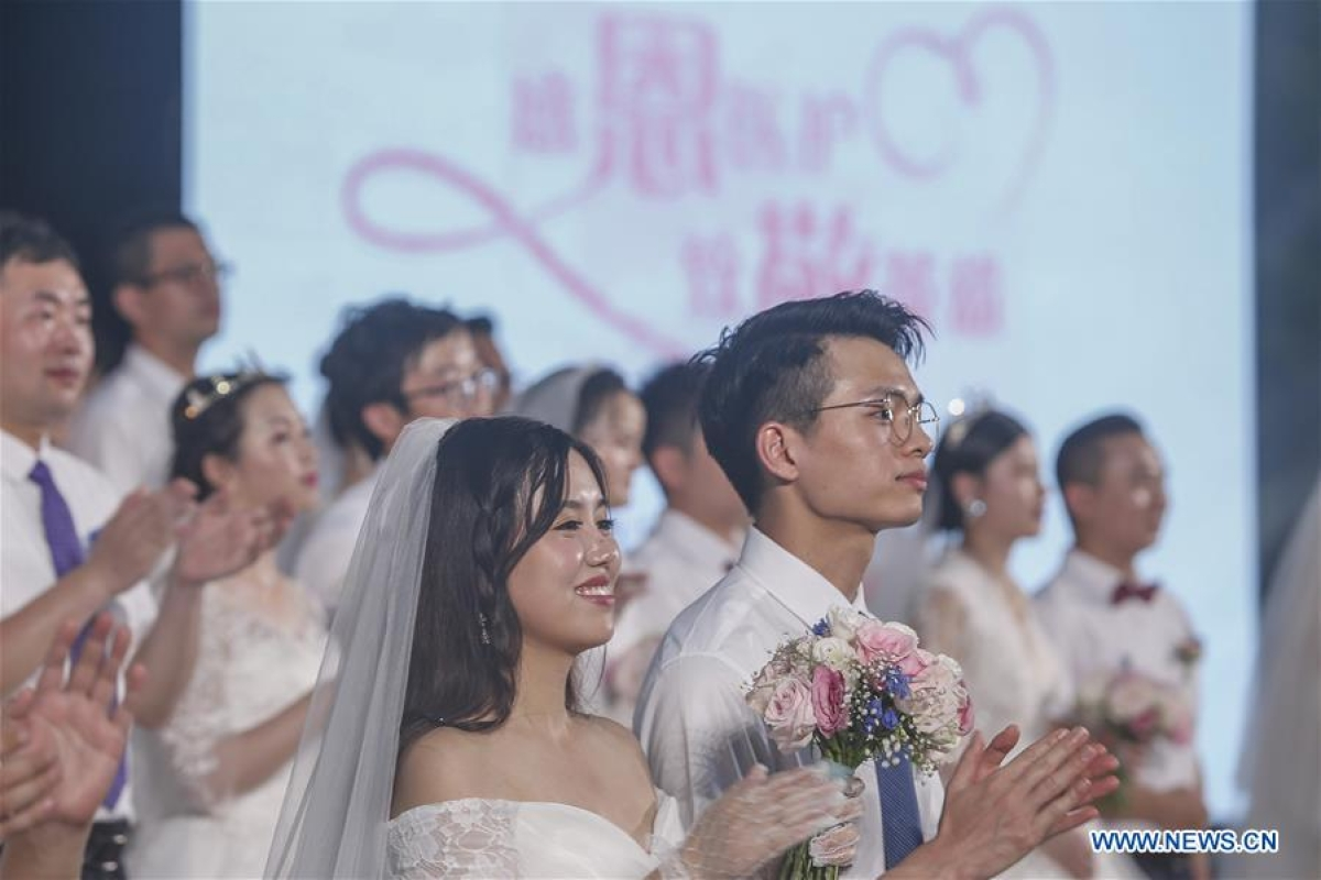 Newly-married couples attend a group wedding ceremony in Boao, south China's Hainan Province, June 6, 2020. A group wedding ceremony was held here on Saturday for 30 newly-married couples from Beijing, Wuhan, Guangzhou among others. Some of the newly married people's wedding ceremonies had been postponed by their work in the fight against coronavirus outbreak in Hubei Province.