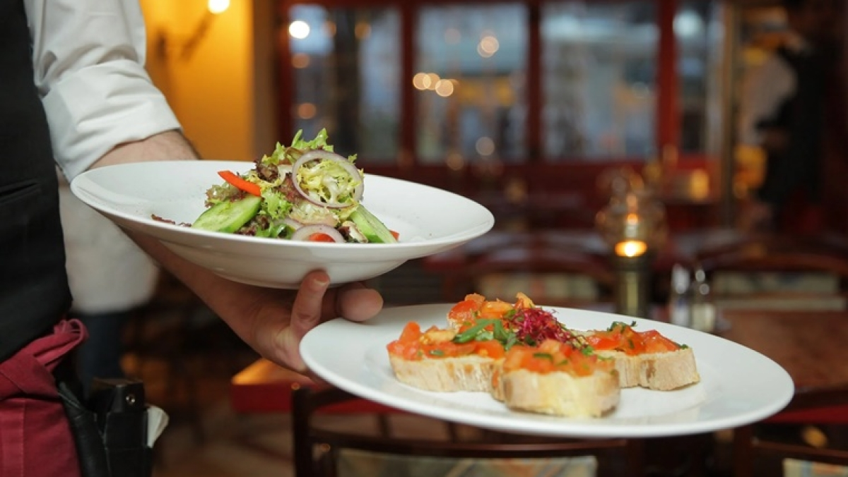 Cap on number of customers: Restaurateurs say govt SOPs make business unviable