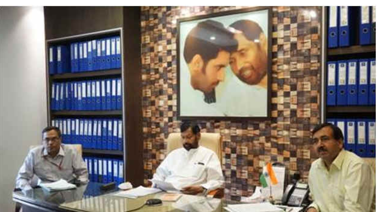 Union Minister Paswan directs FCI to expedite both distribution and procurement