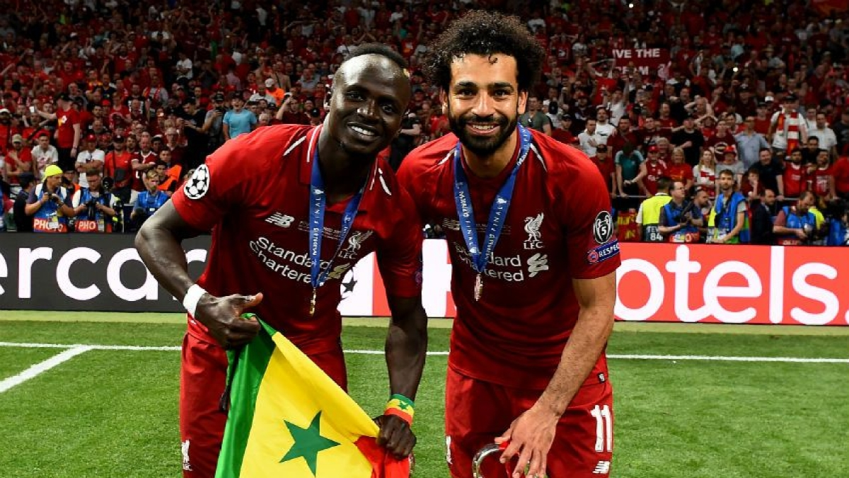 Sadio Mane (L), with Mohamed Salah