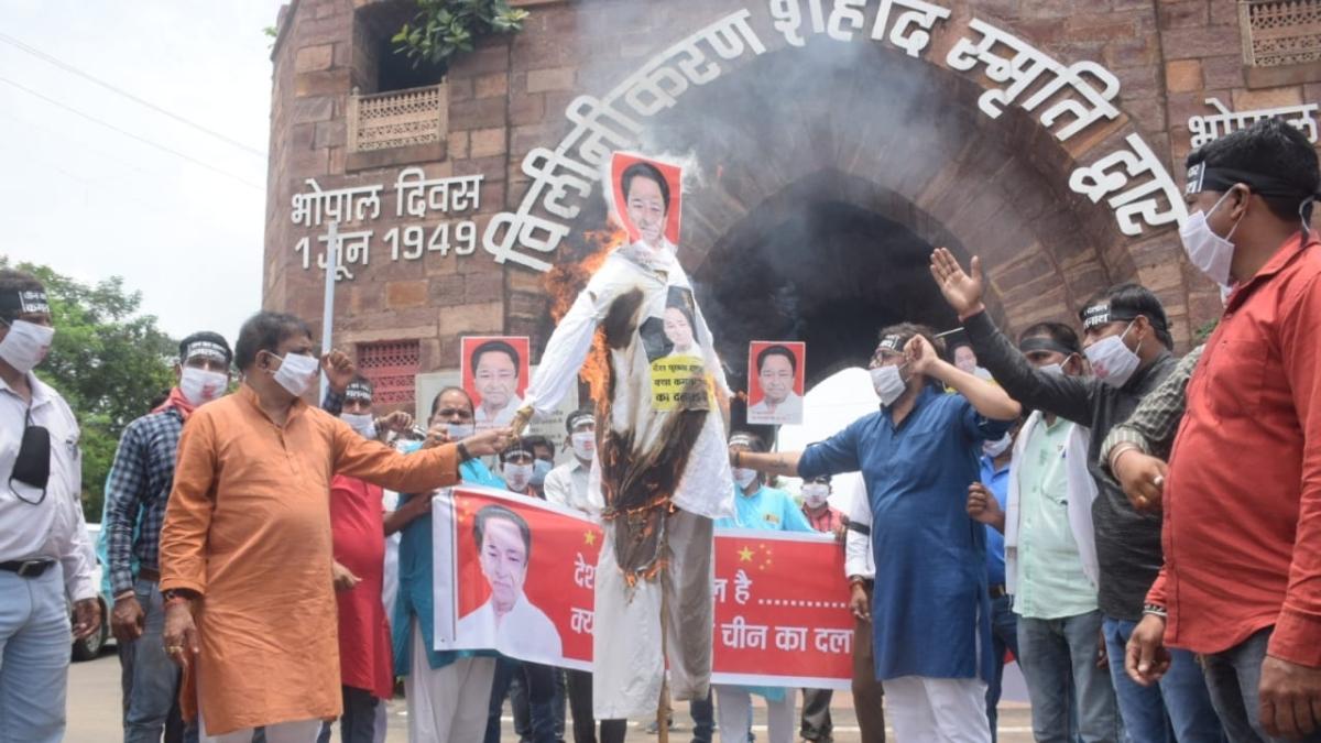 BJP workers burn effigy of Kamal Nath in Bhopal