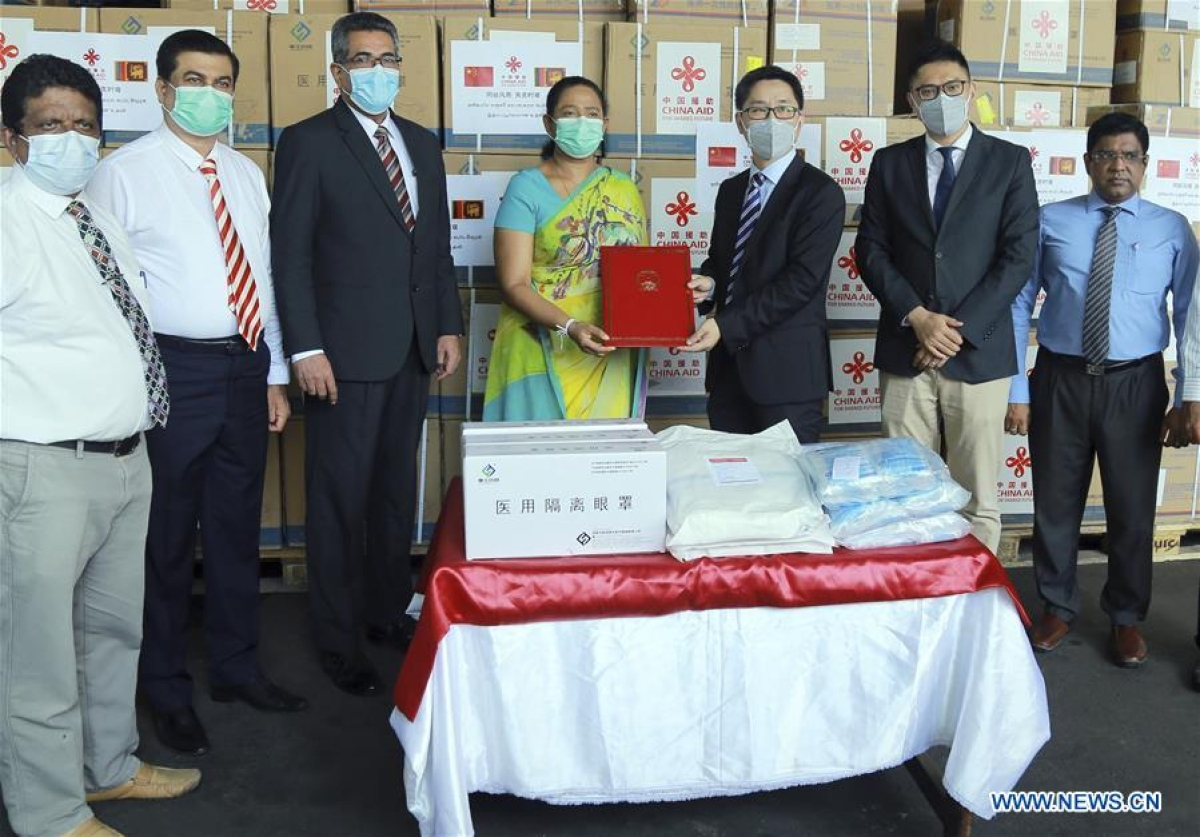 Hu Wei (3rd R), charge d'affaires of the Chinese Embassy to Sri Lanka, hands over the list of medical aid donated by China to Sri Lanka's Minister of Health Pavithra Wanniarachchi (4th L) at a handover ceremony in Colombo, Sri Lanka, June 24, 2020. China on Wednesday donated its third batch of medical aid to Sri Lanka to help the country fight the COVID-19 virus which has to date infected over 2,000 people in the country and caused 11 deaths.