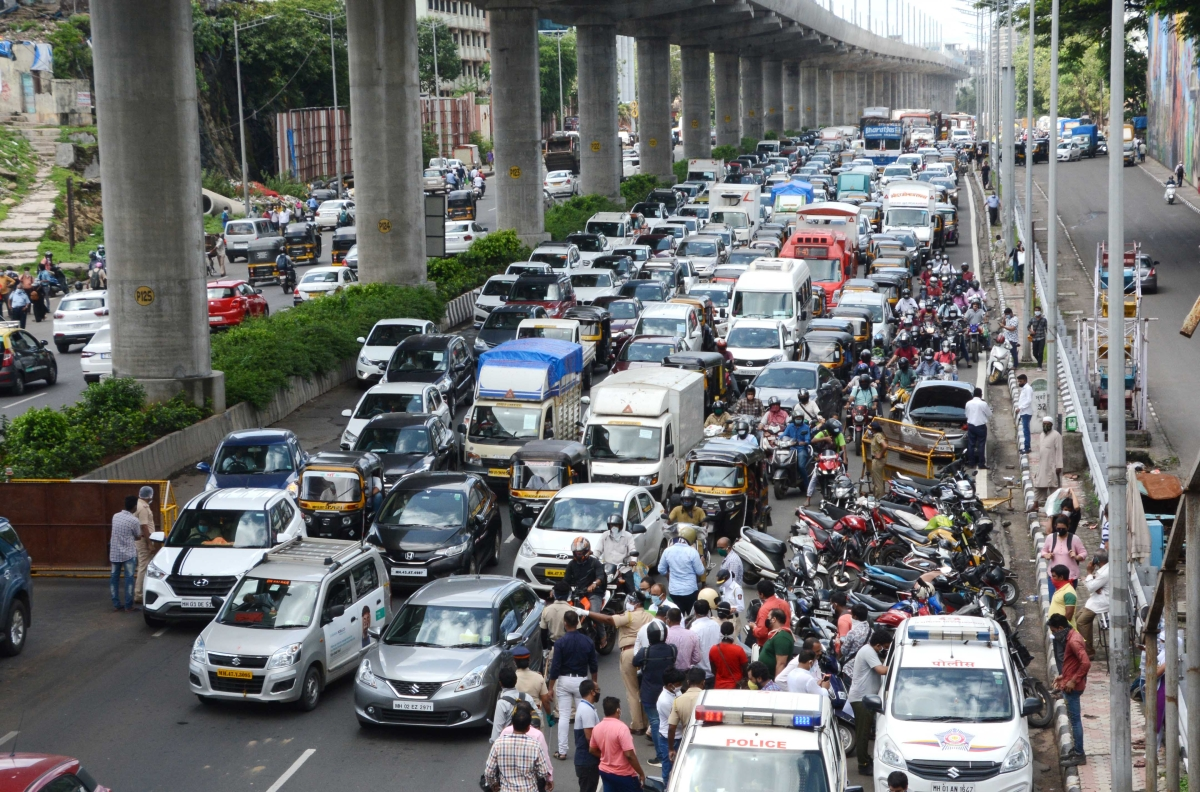 Mumbai Traffic Update: Day 3 of 2 km-red line sees fewer vehicles