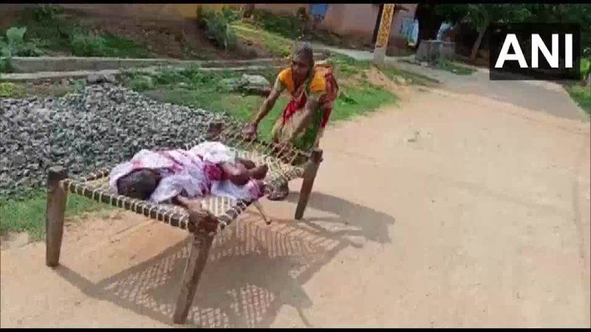 Odisha: 70-year-old woman forced to drag 120-year-old bedridden mother on cot to withdraw her pension