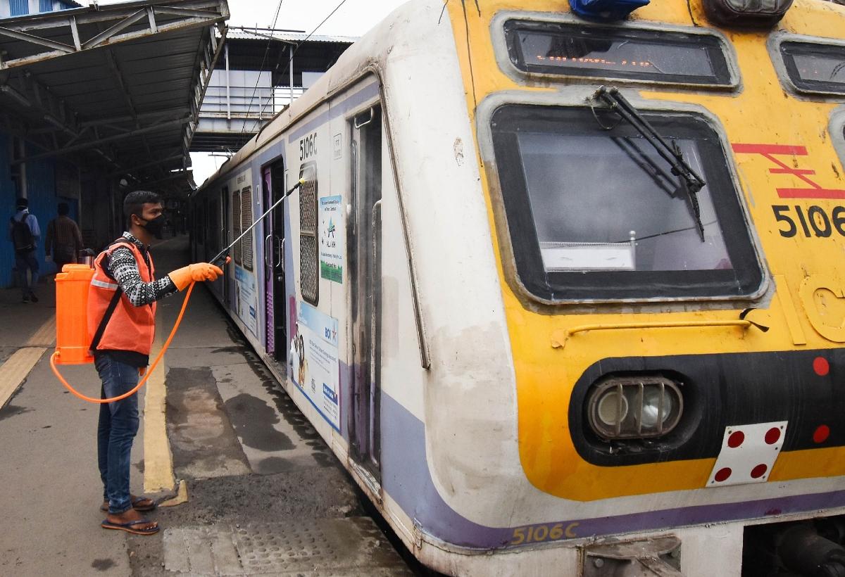 Mumbai Trains: Never so disciplined