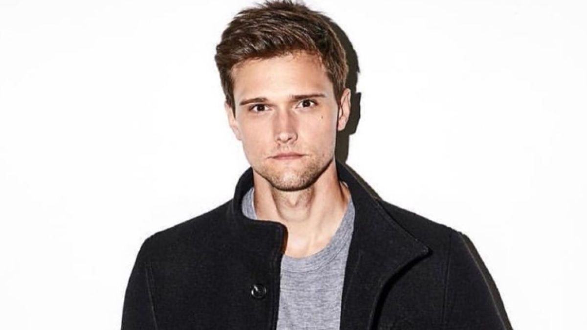 'The Flash' star Hartley Sawyer fired from show over past racist and misogynistic tweets