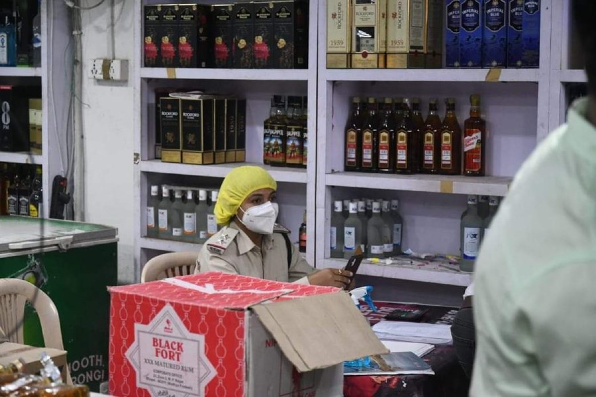 Madhya Pradesh Congress accuses Shivraj Singh Chouhan government of making women sell alcohol; shares picture on social media