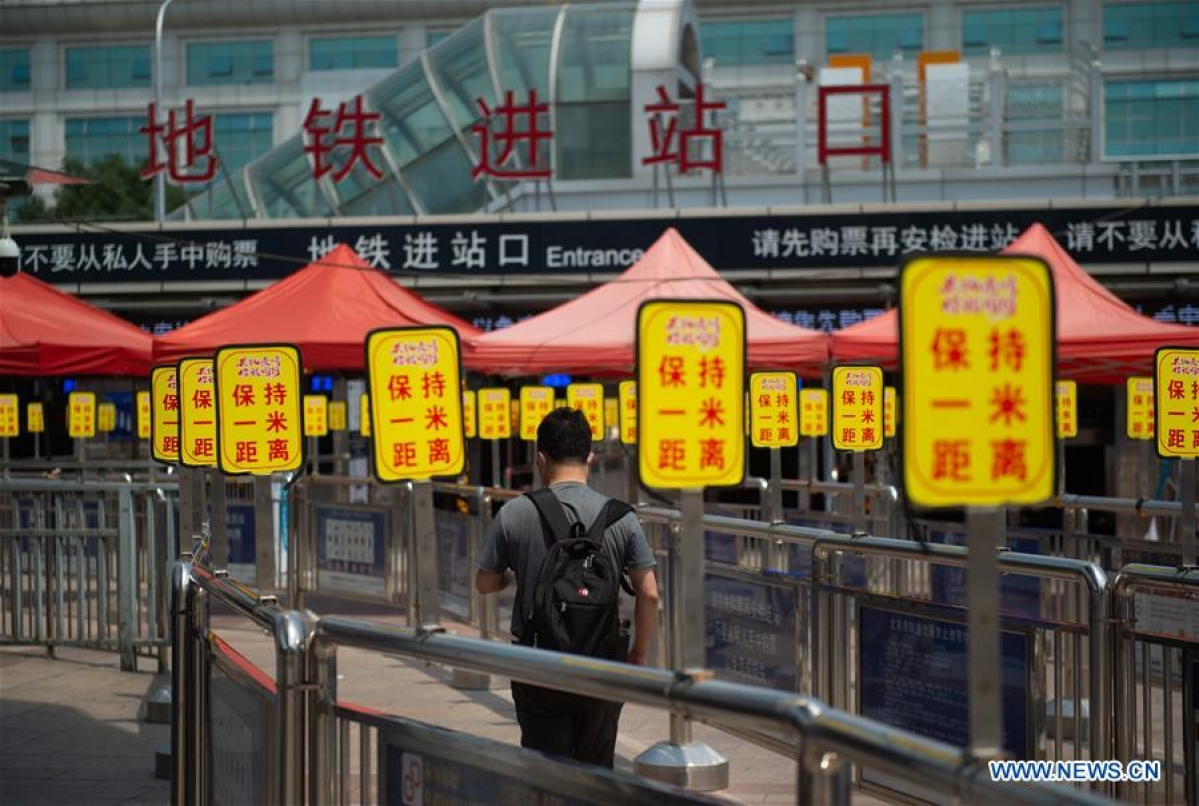 A passenger walks to an entrance of the subway at Beijing Railway Station in Beijing, capital of China, June 18, 2020. Following the upgrade of emergency response to COVID-19 from Level III to Level II in Beijing, Beijing Railway Station has conducted strict measures to prevent and control the spread of the epidemic.