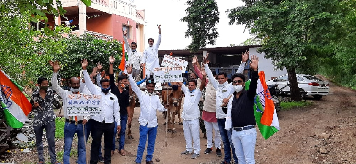 Indore: District Congress panel protests fuel price hike