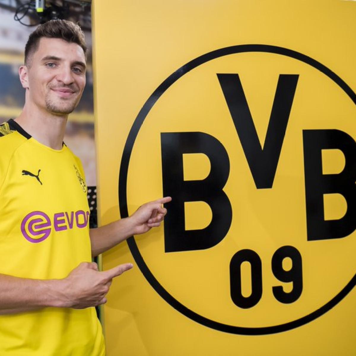 Borussia Dortmund signs right back Thomas Meunier from PSG