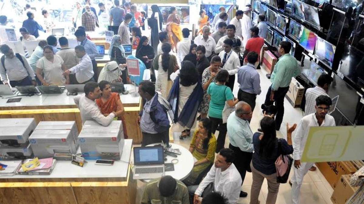 Mission Begin Again: Mumbaikars rush to electronic stores to buy gadgets and equip themselves for work-from-home