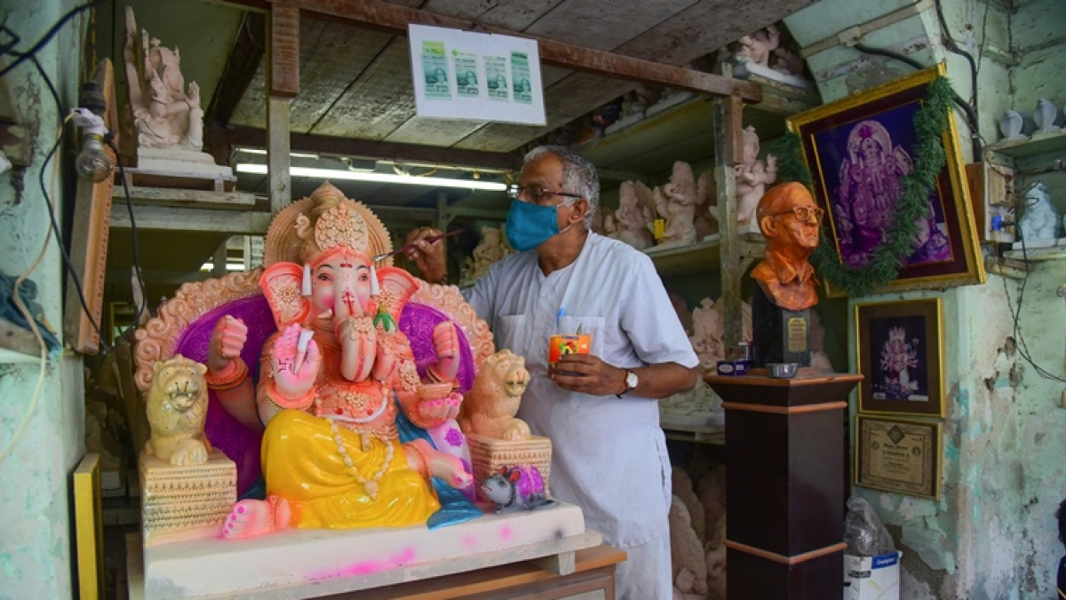 Maharashtra CM Uddhav Thackeray urges mandals to restrict Ganesh idol height to 4 ft, avoid crowd at pandals