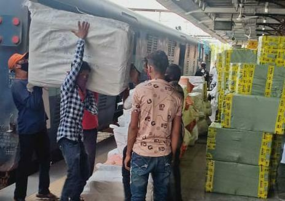 Western Railway transports 4966 rakes of goods trains with 10.18 mn tonnes of essentials