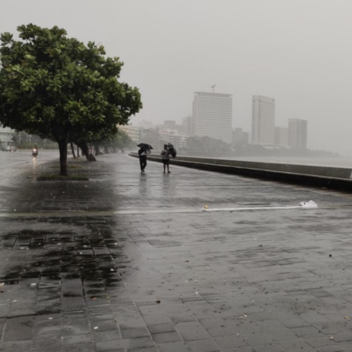 Mumbai Weather Updates: IMD issues heavy rain warning for Tuesday in Mumbai and Thane