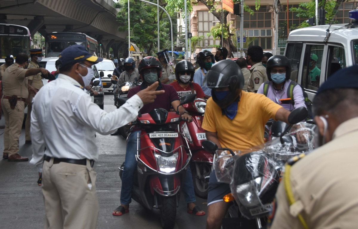 Mumbai: 2-km Red line adds to chaos; Police impounded 16,291 vehicles in extensive checks at nakabandis across the city