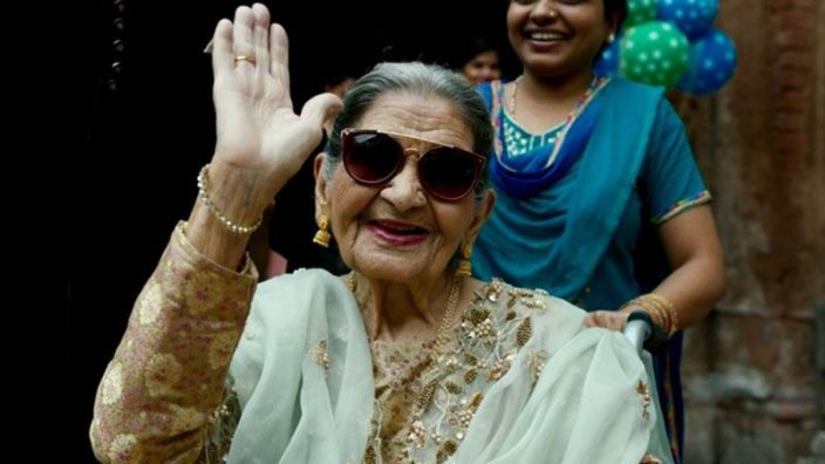 Praise for Fatto Begum in 'Gulabo Sitabo' makes me happy: Farrukh Jafar