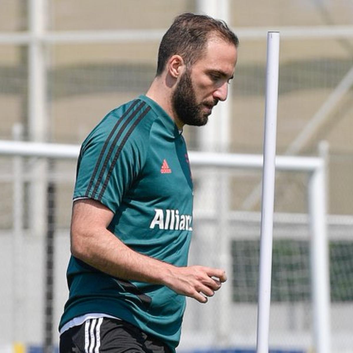 Juventus forward Gonzalo Higuain injured as Serie A prepares to resume