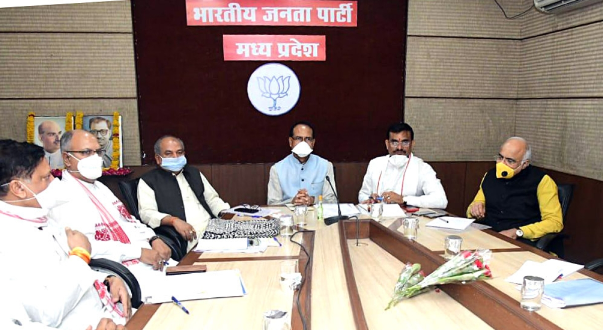 Madhya Pradesh Chief Minister Shivraj Singh Chouhan, Union Minister Narendra Singh Tomar, BJP State President VD Sharma and other leaders at a meeting ahead of the Rajya Sabha election, at BJP State headquarters