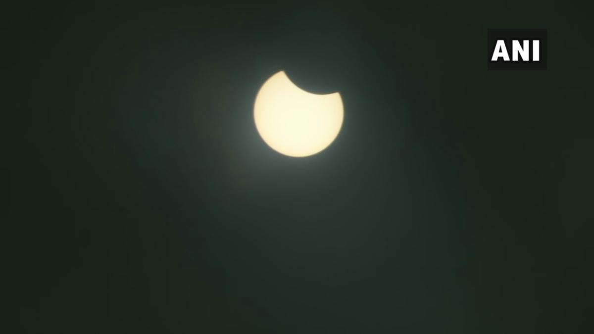 Rajasthan: #SolarEclipse2020 seen in the skies of Jaipur.