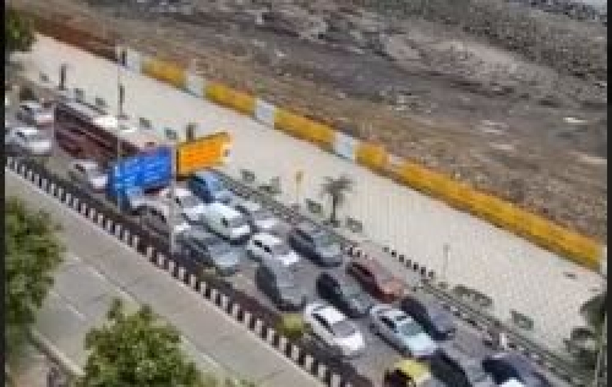 Mission Begin Again: Bumper-to-bumper traffic at Marine Drive, Worli Seaface; 6,874 vehicles seized on Sunday