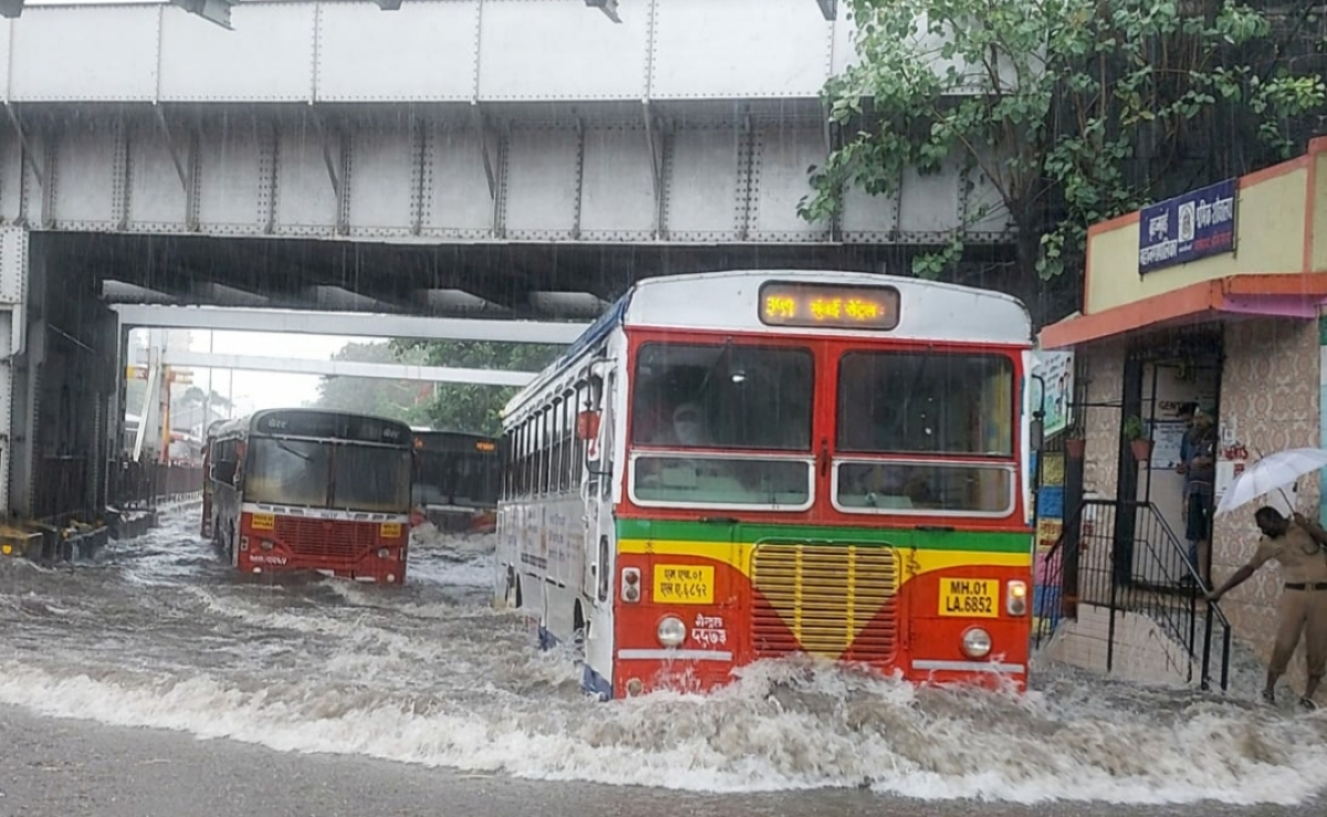 Mumbai traffic: Snarls seen on Eastern and Western Express Highway; water-logging reported in Dadar, Sion