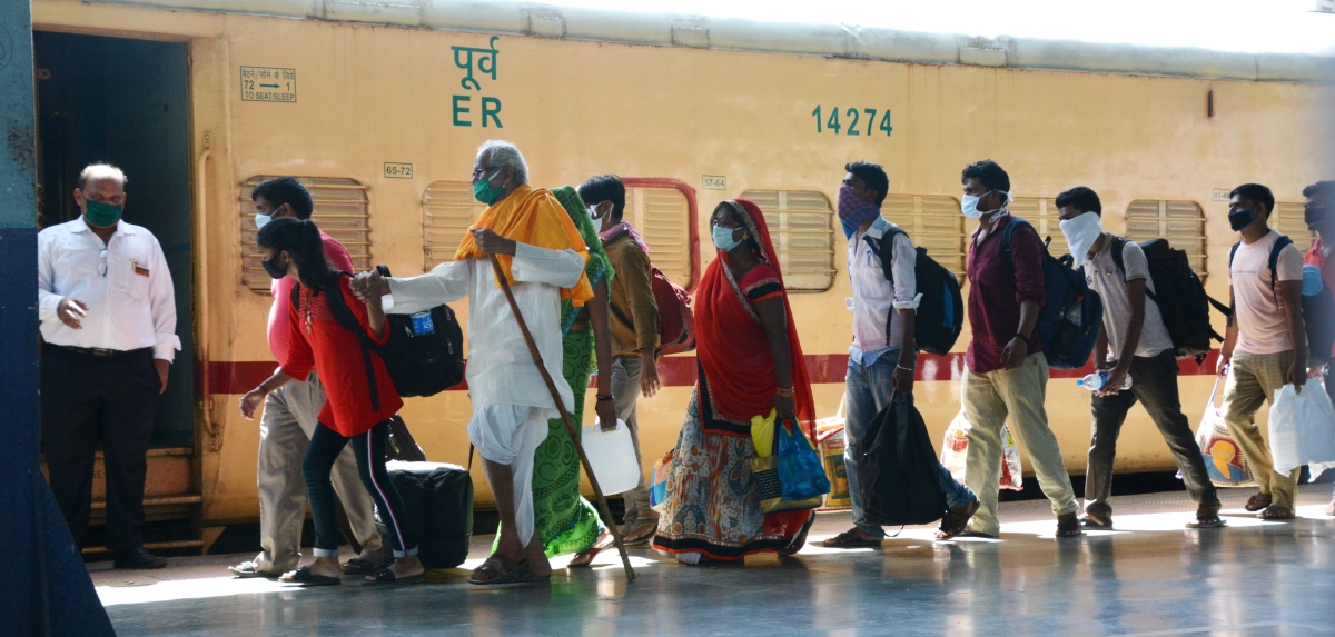 Mission Begin Again: Maha govt to bring new policy to enroll migrant labourers who left for their hometown