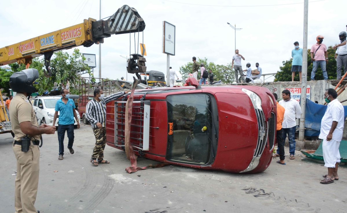Amid 'Mission Begin Again' in Mumbai, three car accidents reported from road stretch on Western Express Highway