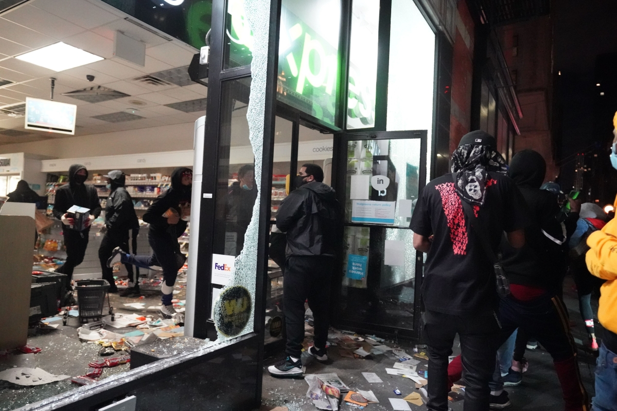 George Floyd Protest: Curfew imposed in NYC as protesters loot stores across Manhattan; see pics