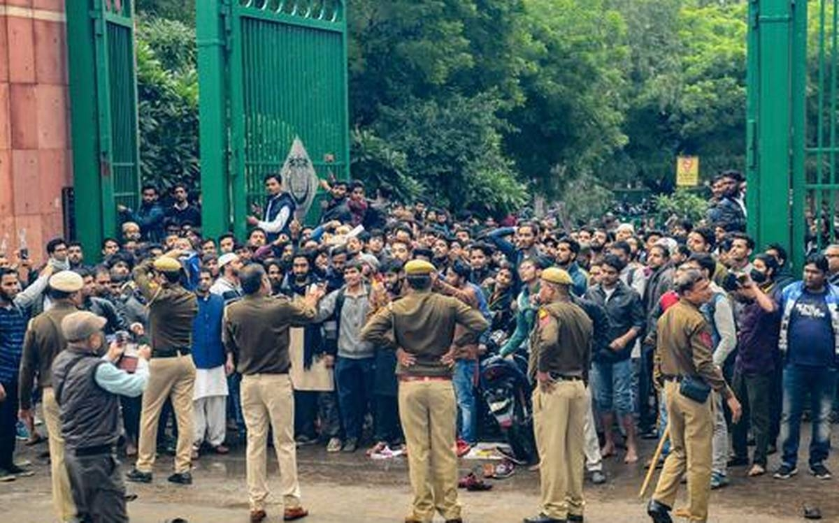 Safoora Zargar: Delhi police riot 'plot'?