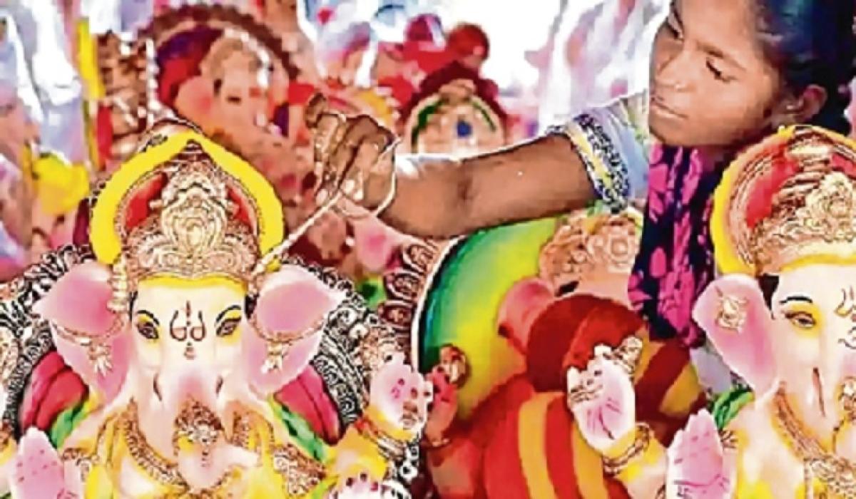 Local clay idols to replace Chinese Gauri-Ganesh in Uttar Pradesh