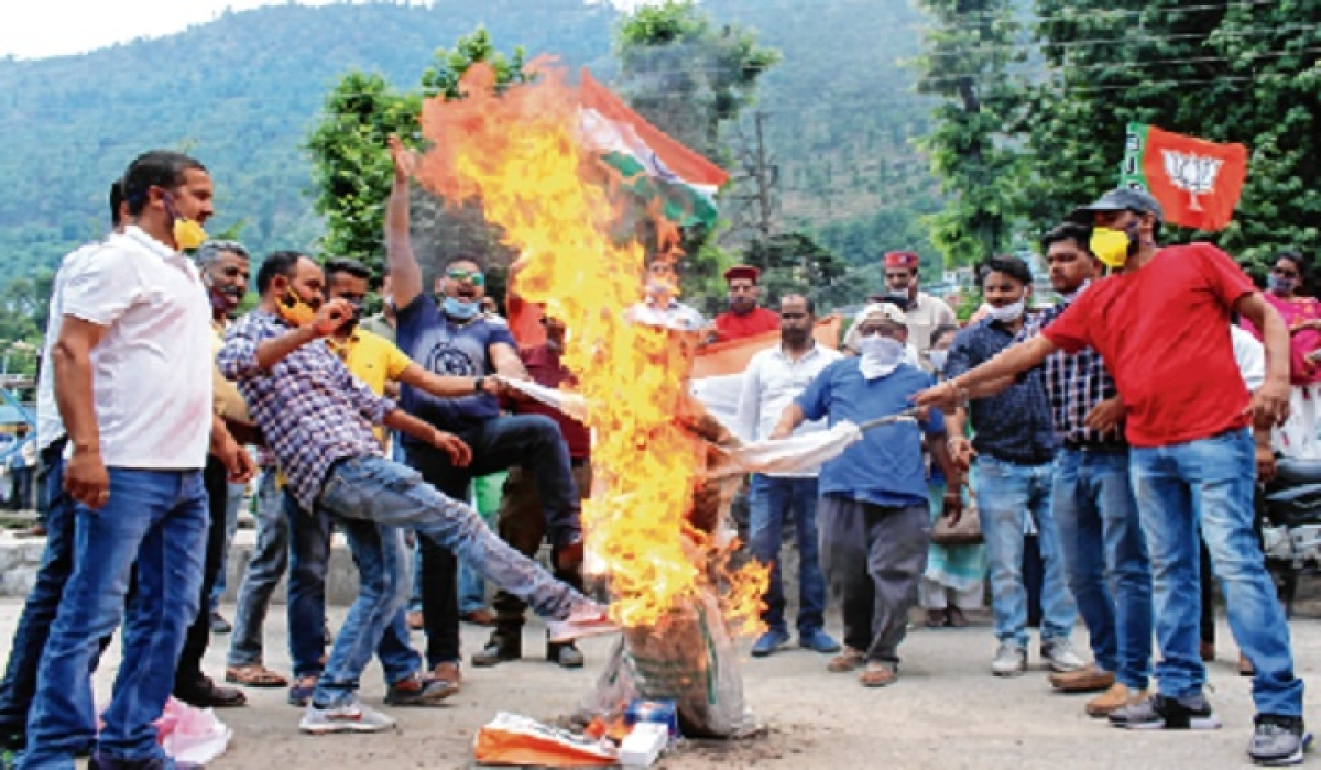 India-China faceoff: Bhiwandi shop owners, traders burn Xi Jinping's effigy