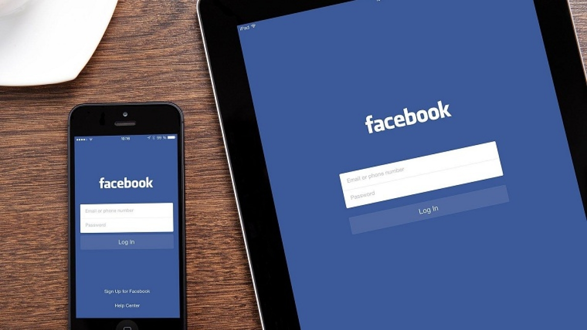 Facebook rolls outs Dark Mode for their mobile app