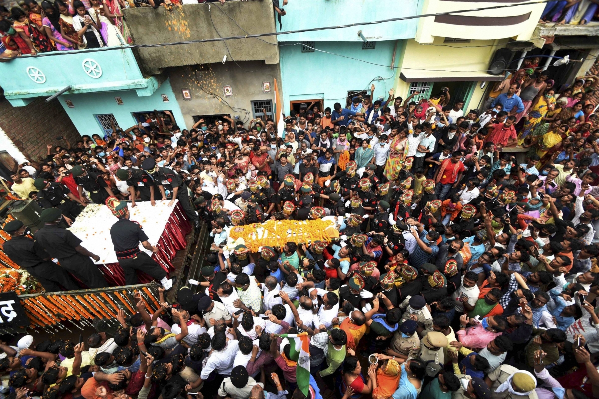 Watch: Mortal remains of Havaldar Sunil Kumar who lost his life in India-China faceoff at Galwan Valley being taken for last rites in Bihar