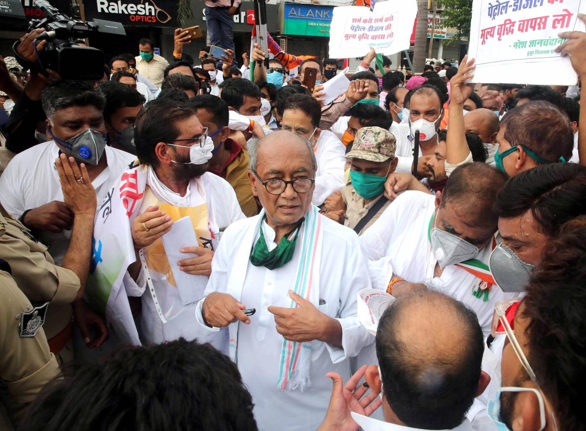 Bhopal: FIR against Digvijaya Singh, 150 Congress workers for holding protest against fuel price hike