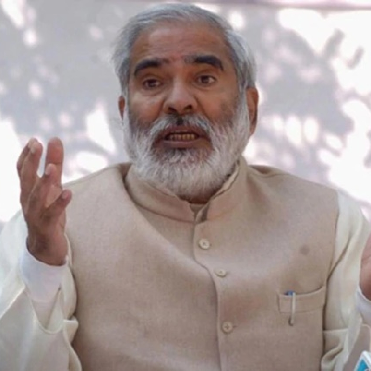 Major setback to RJD after Raghuvansh Prasad Singh resigns from top party post, five of its MLCs join JD(U)