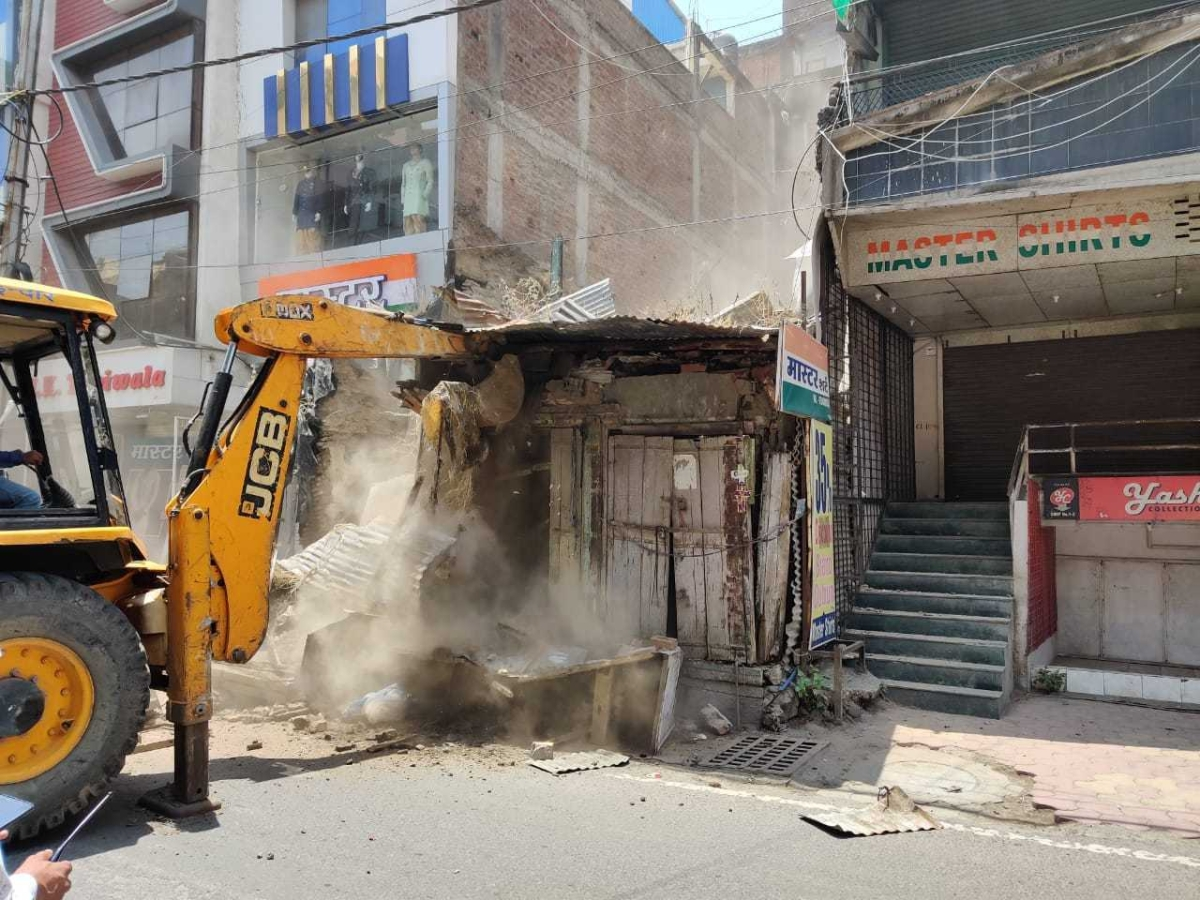 Indore: Three rickety residential buildings razed