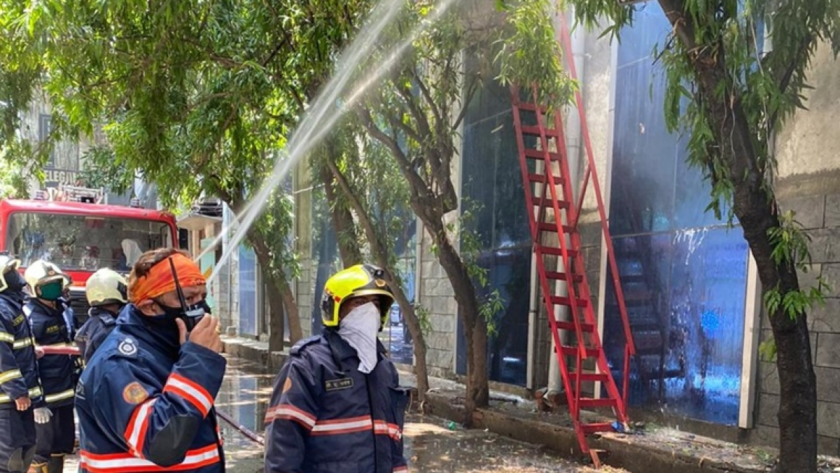 Mumbai: Fire breaks out in Raghuvanshi Mill compound in Lower Parel