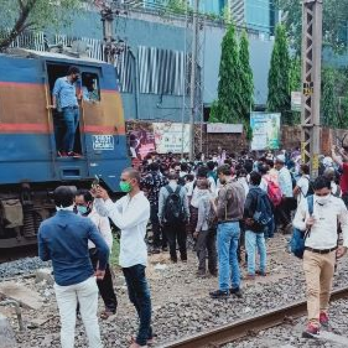 Mumbai: Workmen's Special train stopped by railway staff