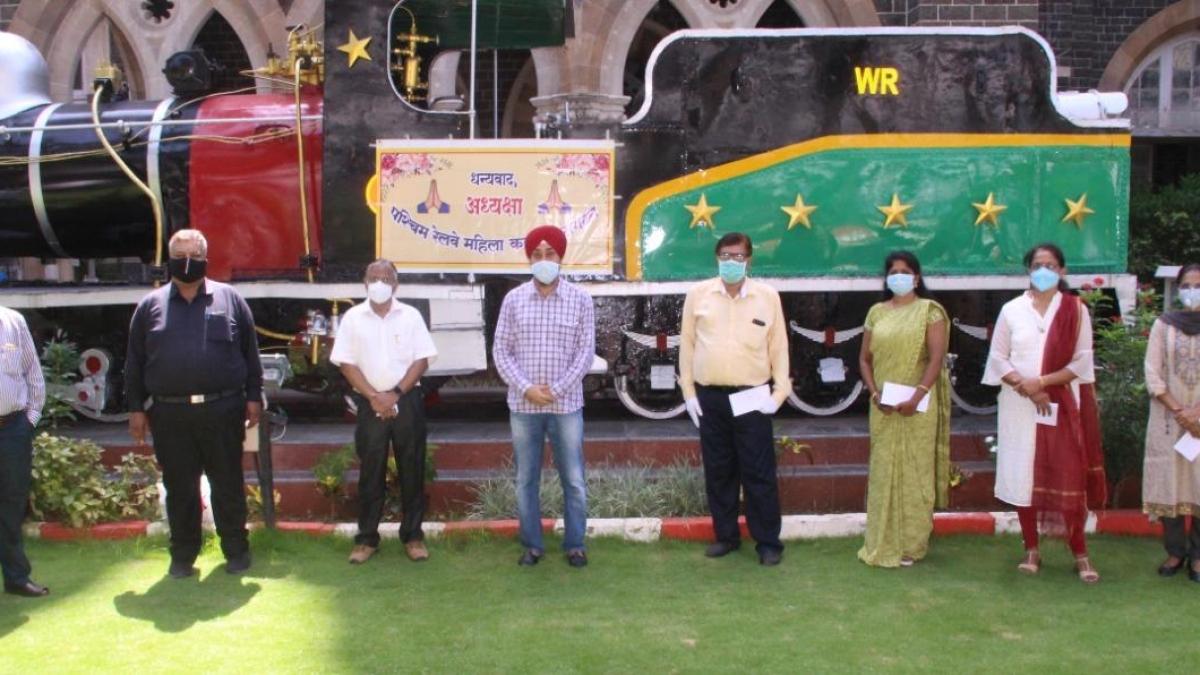 WRWWO President Tanuja Kansal awarded WR's corona warriors for exemplary work during the lockdown