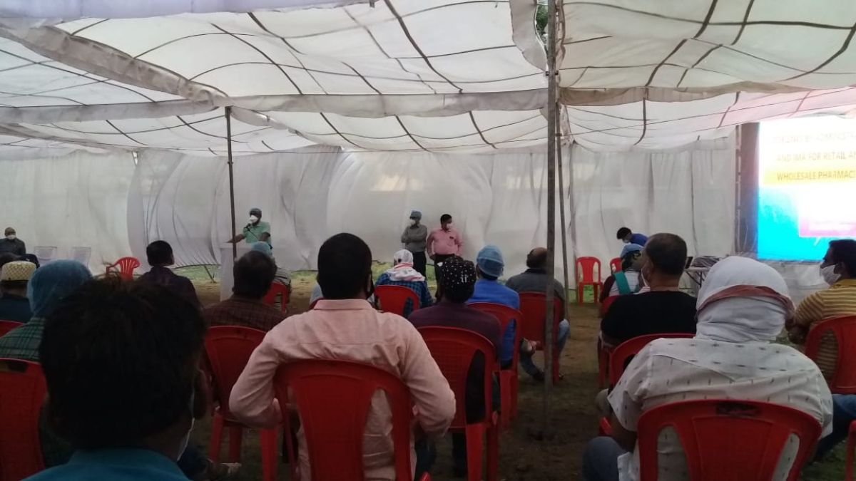 Collector addressing the participants during a workshop.