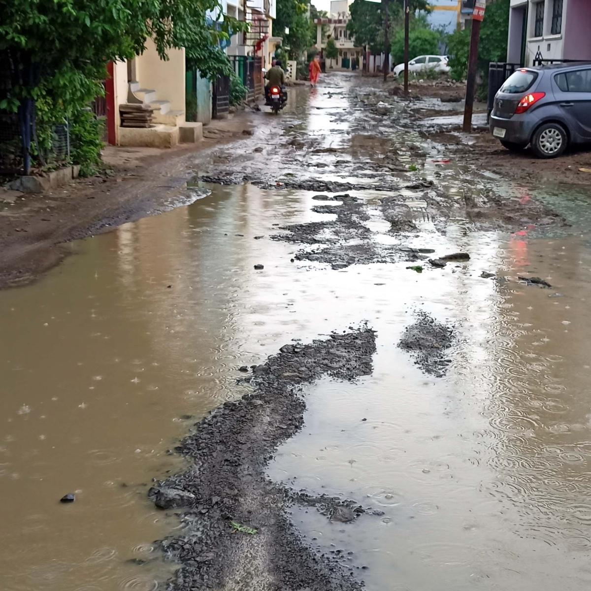 Bhopal: Dilapidated roads make residents angry in Kolar