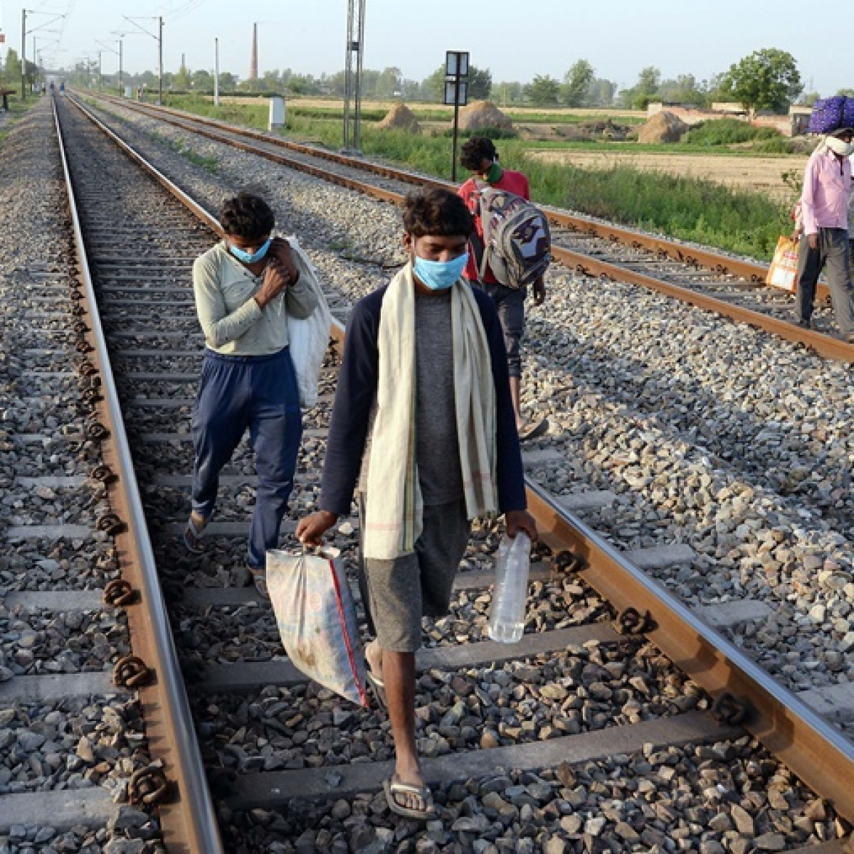 SC directs Centre, states to transport migrant workers within 15 days and formulate employment schemes