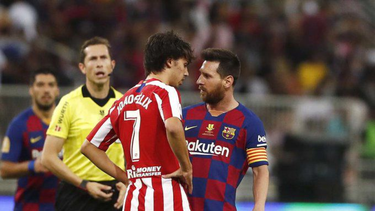 Atletico Madrid's Joao Felix (L), clashing with Barcelona's Lionel Messi