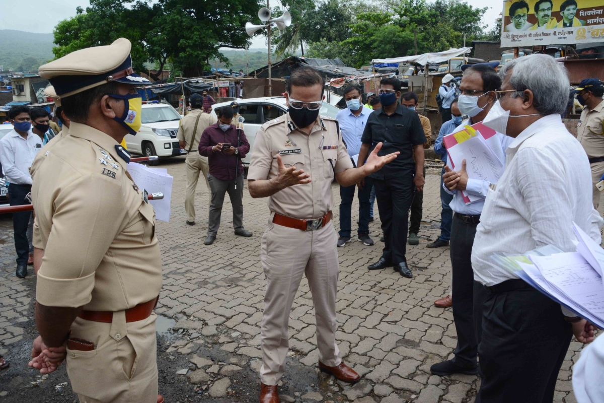 Mumbai Commissioner of Police Parambir Singh visited Appapada and Santosh Nagar area in Malad (E) on Friday.