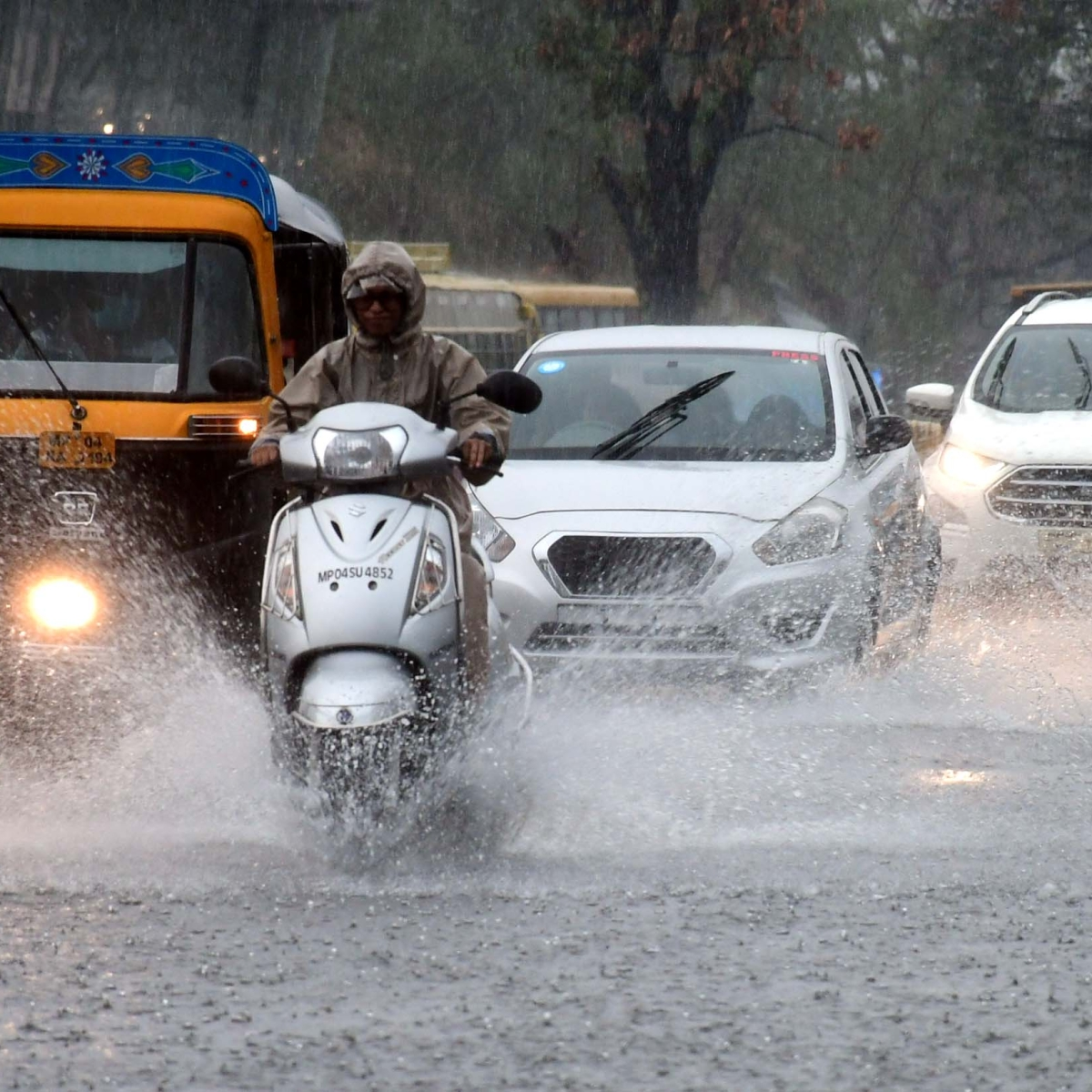 Heavy rain lashes Bhopal, inundated low lying areas, power cuts, choked drains bring discomfort