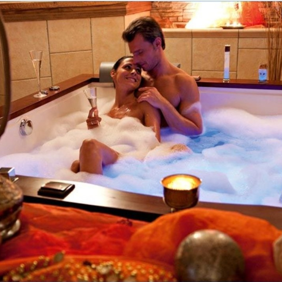 'Paani ki shortage': Netizens list reasons that stop them from enjoying romantic 'couples bath'