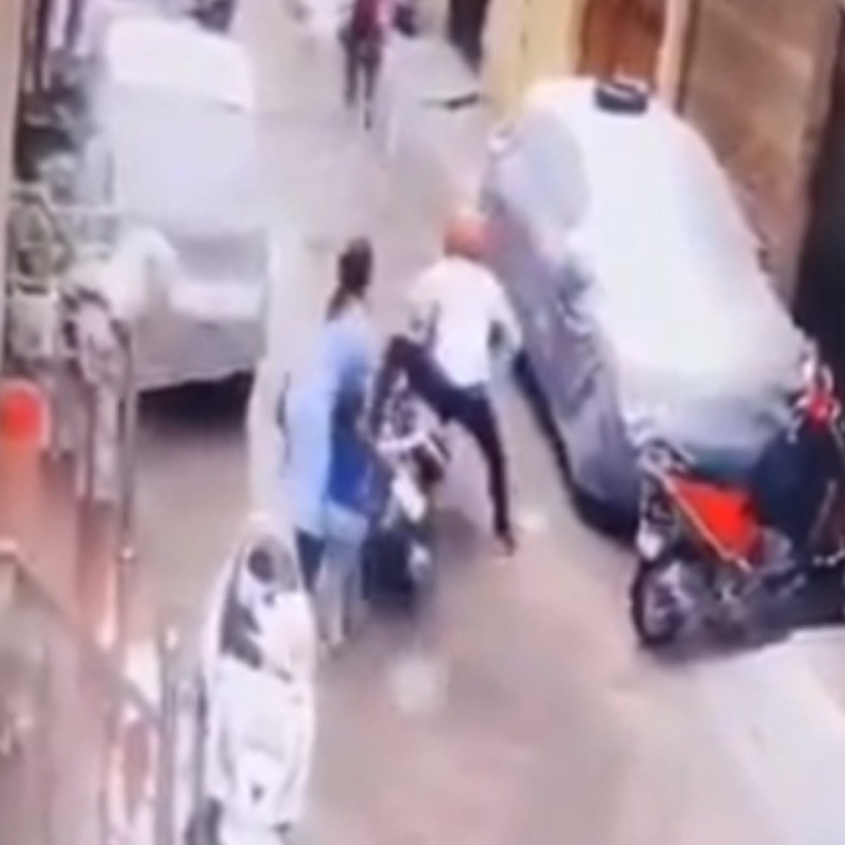 Watch video: Delhi mother fights off kidnappers to save her 4-year-old