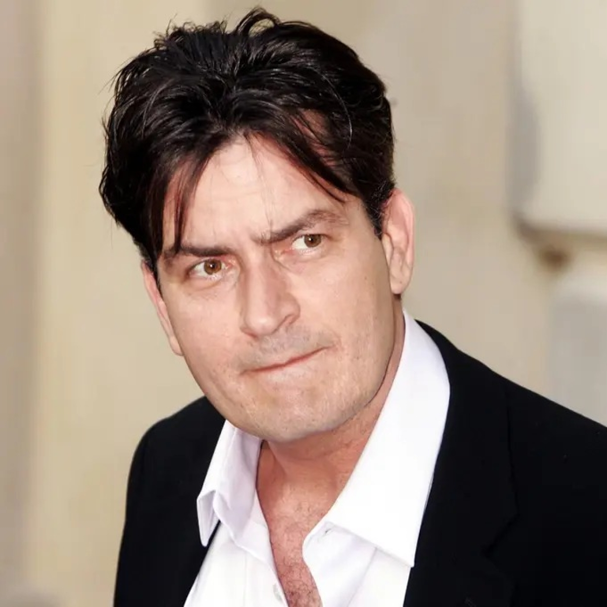 Charlie Sheen celebrates 1 year of not smoking cigarettes