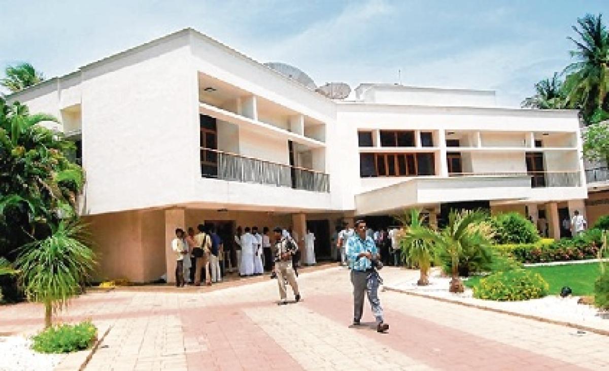 Jayalalithaa's house has 4 kg gold, 601 kg silver, 8,000 books